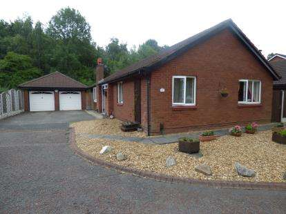 4 Bedrooms Bungalow for sale in Hamsterley Close, Birchwood, Warrington, Cheshire