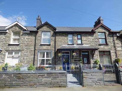 3 Bedrooms Terraced House for sale in Park Square, Blaenau Ffestiniog, Gwynedd, LL41