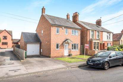 3 Bedrooms Detached House for sale in Station Road, Launton, Bicester, Oxfordshire