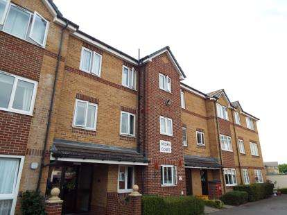 2 Bedrooms Flat for sale in Acorn Court, High Street, Waltham Cross, Hertfordshire