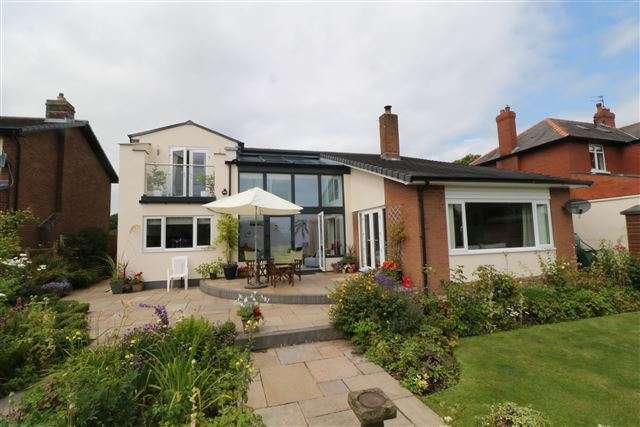 4 Bedrooms Detached House for sale in Houghton Road, Carlisle, Cumbria, CA3 0LA