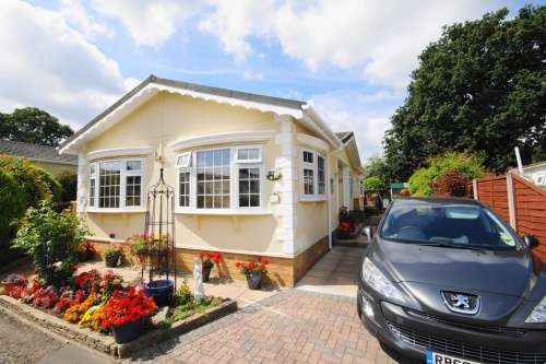 2 Bedrooms Detached House for sale in Hillbury Park, Alderholt