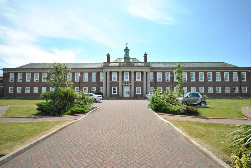 2 Bedrooms Apartment Flat for sale in Elizabeth Court, Lytham St Annes, FY8