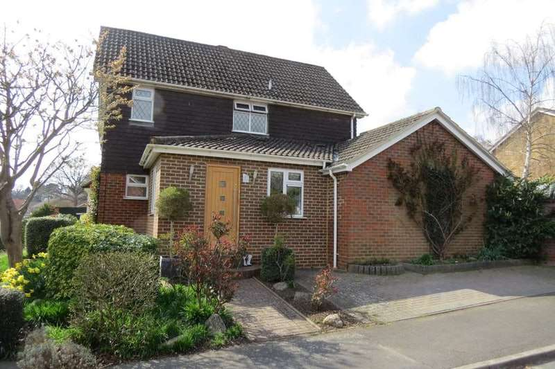 3 Bedrooms End Of Terrace House for sale in Riverside Avenue, Lightwater, Surrey, GU18