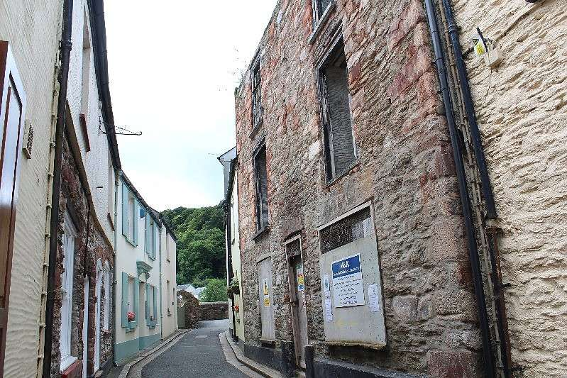 5 Bedrooms Terraced House for sale in The Ship Inn, Garrett St, Cawsand