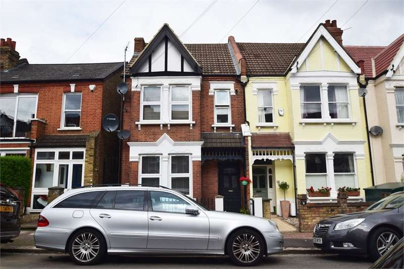 3 Bedrooms Terraced House for sale in Links Road, London