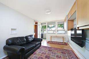 2 Bedrooms Flat for sale in Ethelburga Tower, Rosenau Road, London