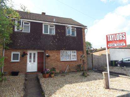 4 Bedrooms Semi Detached House for sale in Oatfield Close, Luton, Bedfordshire, England