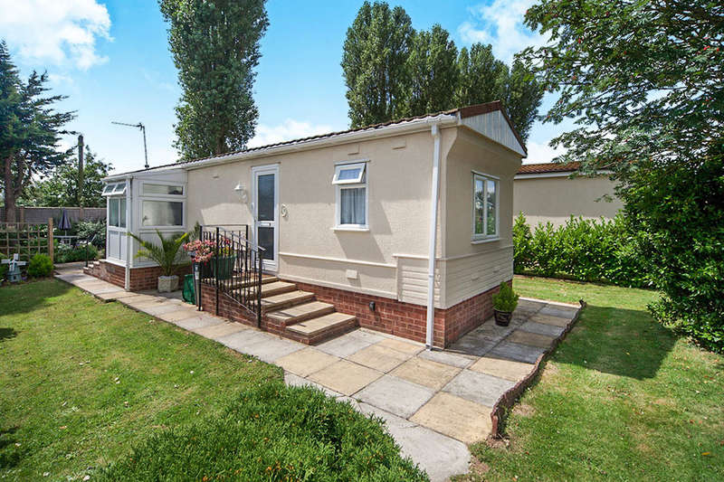 2 Bedrooms Detached Bungalow for sale in Hazelmead Road, Cat Fiddle Park,Clyst St. Mary, Exeter, EX5
