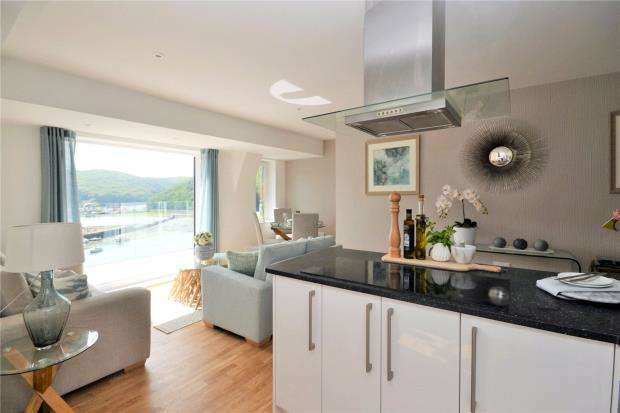 2 Bedrooms Flat for sale in Riverside View, Station Road, Looe, Cornwall