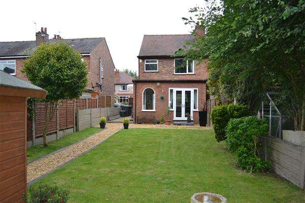 2 Bedrooms Semi Detached House for sale in Birley Street, Leigh