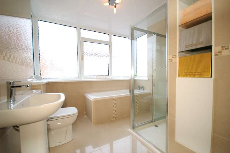 3 Bedrooms Detached House for sale in Horncliffe Road, South Shore