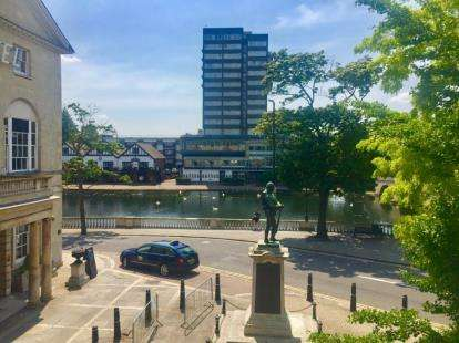 1 Bedroom Flat for sale in Swan House, 3-7 The High Street, The Embankment, Bedford