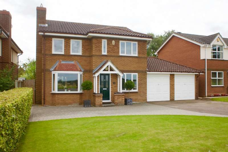 4 Bedrooms Detached House for sale in Tuttles Lane West, Wymondham, Norfolk, NR18