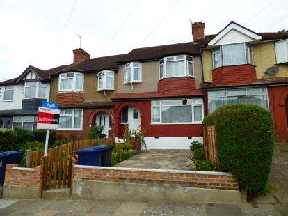 3 Bedrooms Terraced House for sale in Girton Road, Northolt
