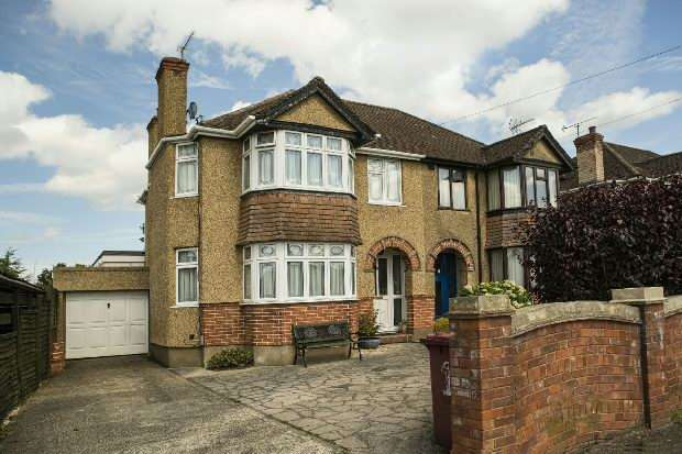 3 Bedrooms Semi Detached House for sale in Woodside Way Reading RG2 8SY