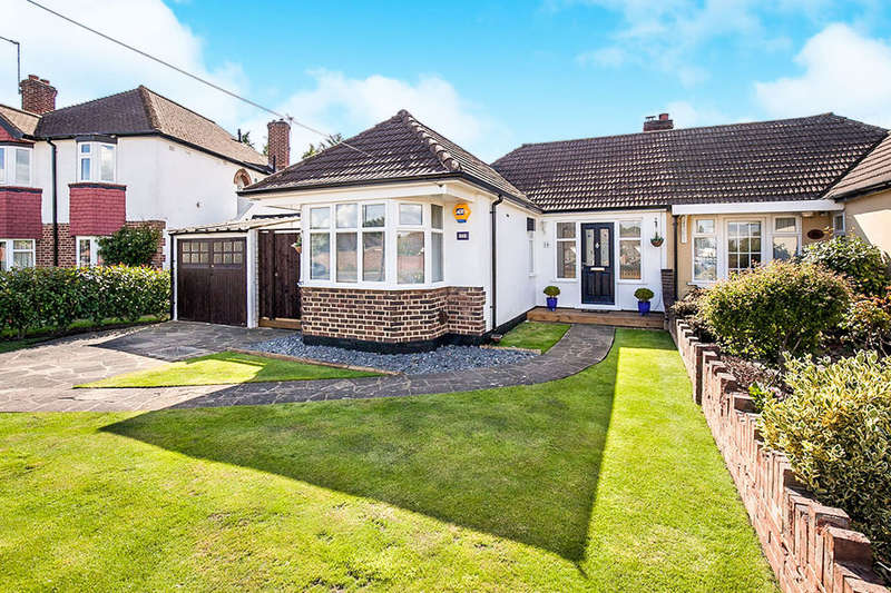 2 Bedrooms Semi Detached Bungalow for sale in Bruce Avenue, Shepperton, TW17