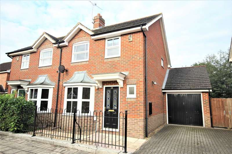 3 Bedrooms Semi Detached House for sale in Horton Close, Aylesbury