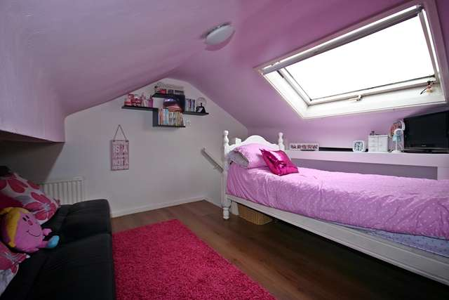 2 Bedrooms End Of Terrace House for sale in King Street, Westhoughton, BL5