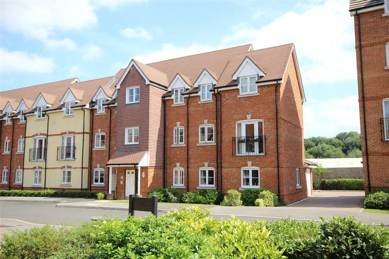 2 Bedrooms Flat for sale in Garstons Way, Holybourne, Alton, Hampshire, GU34