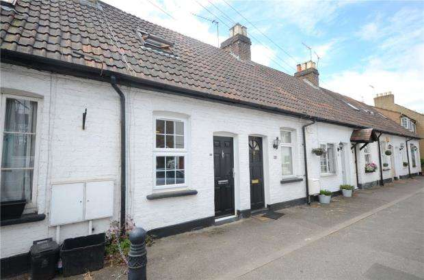 2 Bedrooms Terraced House for sale in Oak Lane, Windsor, Berkshire