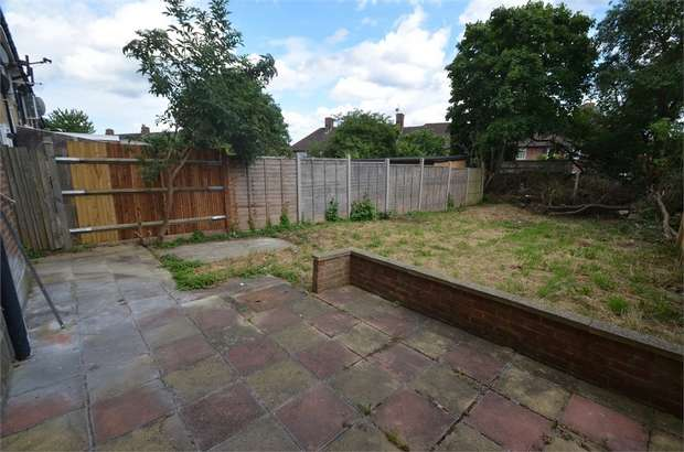 3 Bedrooms Semi Detached House for sale in Wolsey Grove, Edgware, London