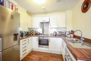 1 Bedroom Flat for sale in Peakes House, 1 Cairns Avenue, London