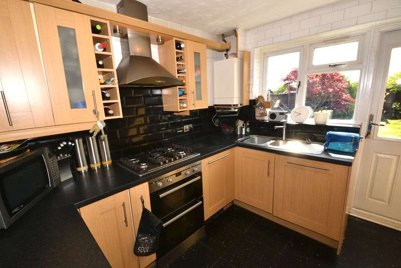 4 Bedrooms Semi Detached House for sale in Clemence Road, Dagenham, Essex, RM10