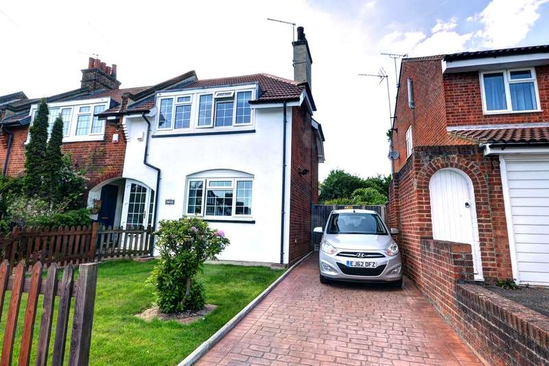 3 Bedrooms End Of Terrace House for sale in Beresford Road, London, London, E4