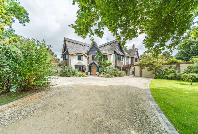 5 Bedrooms Detached House for sale in Little Heath Road, Arundel