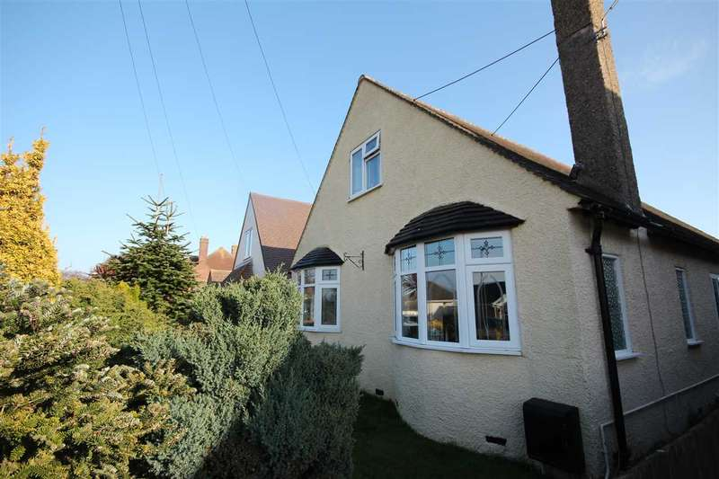 3 Bedrooms Bungalow for sale in Chelmsford Road, Holland-On-Sea