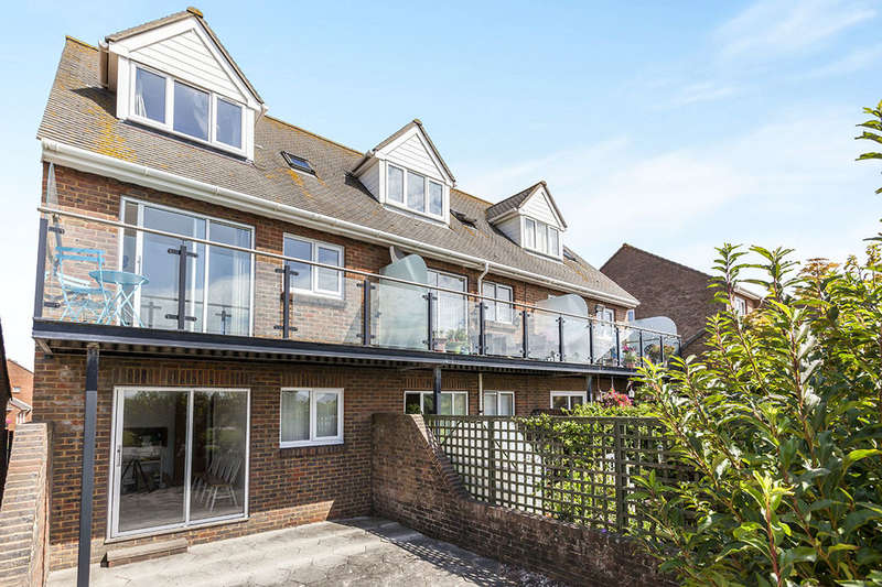 3 Bedrooms Property for sale in Blakes Way, Eastbourne, BN23