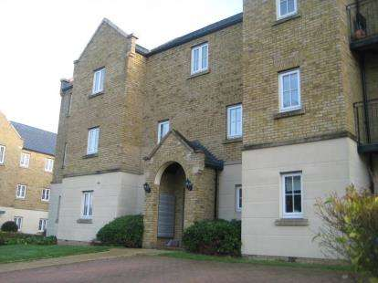2 Bedrooms Flat for sale in Tenby Grove, Kingsmead, Milton Keynes