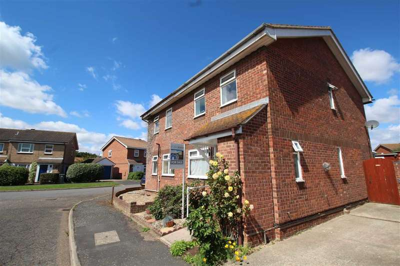 3 Bedrooms House for sale in Holbrook Crescent, Felixstowe