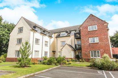 2 Bedrooms Flat for sale in The Sycamores, Warford Park, Faulkners Lane, Knutsford
