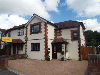 3 Bedrooms Semi Detached House for sale in Waterlooville, Hampshire