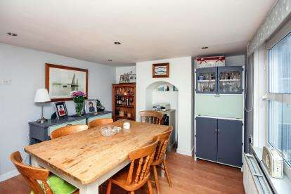 3 Bedrooms Terraced House for sale in Cowes, Isle Of Wight, United Kingdom