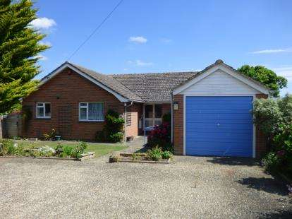 3 Bedrooms Bungalow for sale in Freshwater Bay, Freshwater, Isle Of Wight