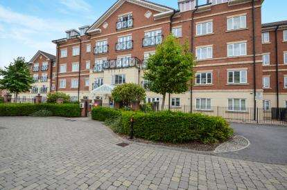 2 Bedrooms Flat for sale in Priory Manor, Chastleton Road, Swindon, Wiltshire