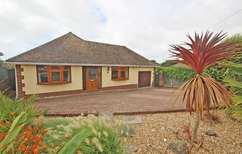 3 Bedrooms Detached Bungalow for sale in Danes Close, Barton On Sea, New Milton
