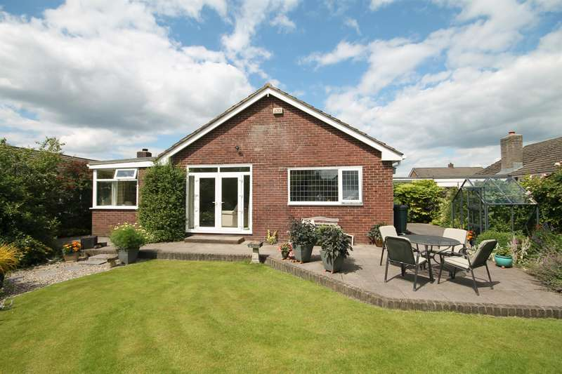 3 Bedrooms Detached Bungalow for sale in Errington Close, Ladybridge, Bolton, BL3 4NL