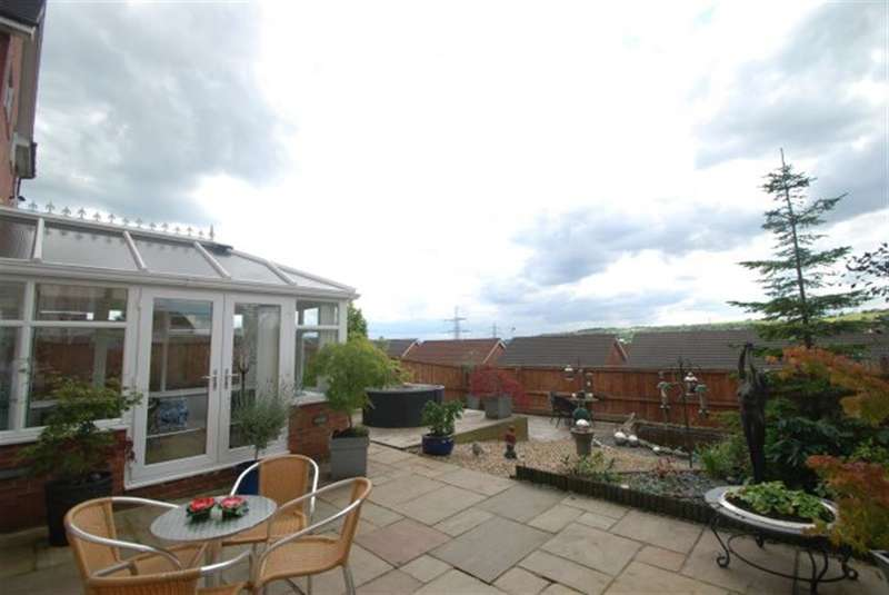 4 Bedrooms Detached House for sale in Standrick Hill Rise, Stalybridge, Cheshire, SK15 3RT