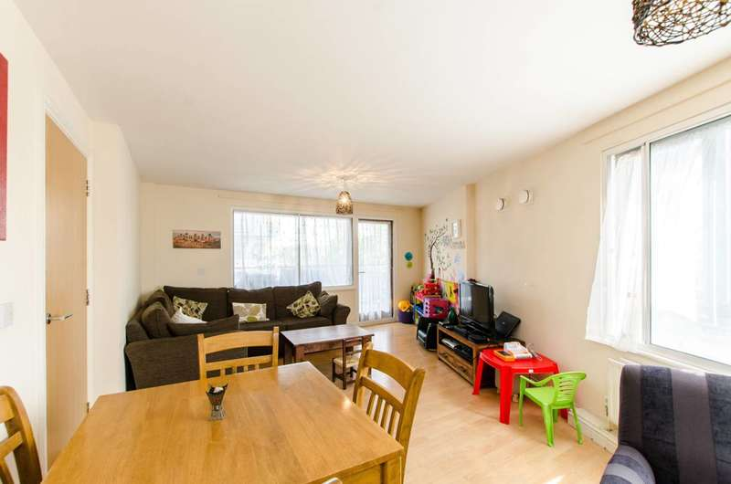 2 Bedrooms Flat for sale in Stephenson Close, Bow, E3