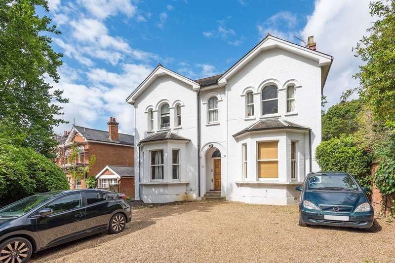 3 Bedrooms Flat for sale in Park Hill, Ealing, W5