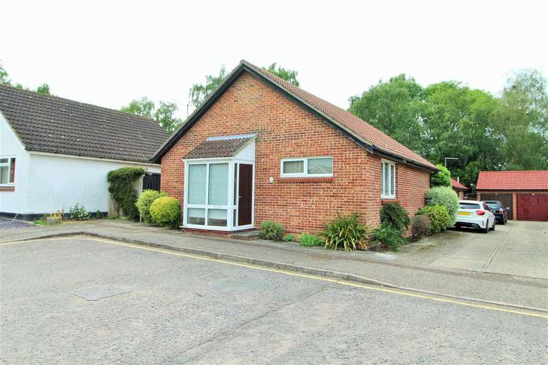 2 Bedrooms Bungalow for sale in Wakefield Close, Riverside, Colchester