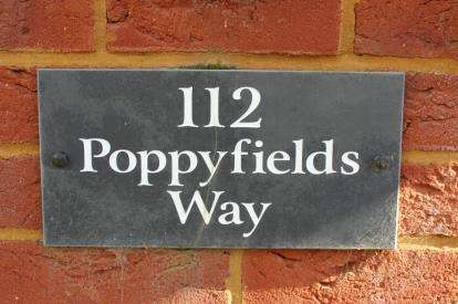 3 Bedrooms Terraced House for sale in Poppyfields Way, Brackley, Northamptonshire