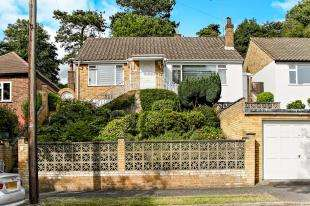 3 Bedrooms Bungalow for sale in Cliff End, Purley, Surrey