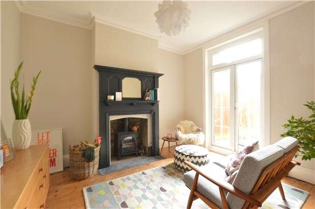 2 Bedrooms Terraced House for sale in Gordon Road, SEVENOAKS, Kent, TN13 1HE