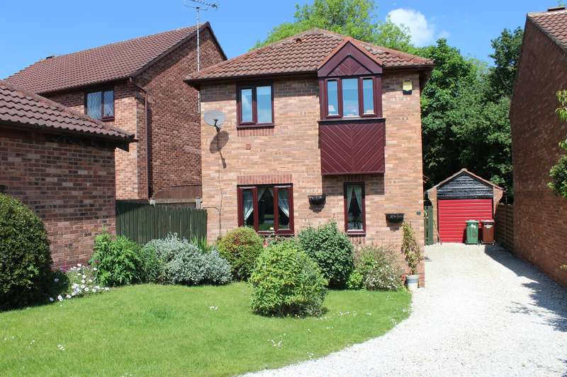 4 Bedrooms Detached House for sale in Ashburn Drive, Wetherby, LS22 5RD