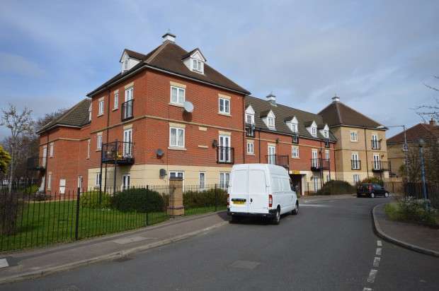 2 Bedrooms Flat for sale in Lockwell Road, Dagenham, RM10